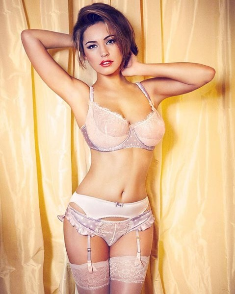 Kelly Brook hot wallpapers, hot photos of Kelly Brook, Kelly Brook wallpapers