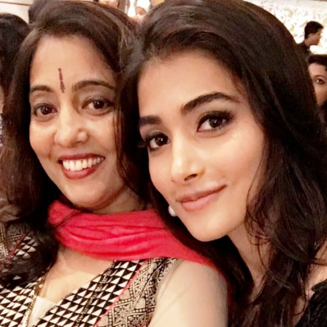 Pooja Hegde mother